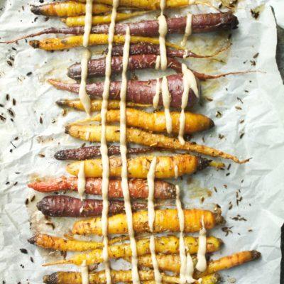 grillede gulrøtter med yoghurtdipp