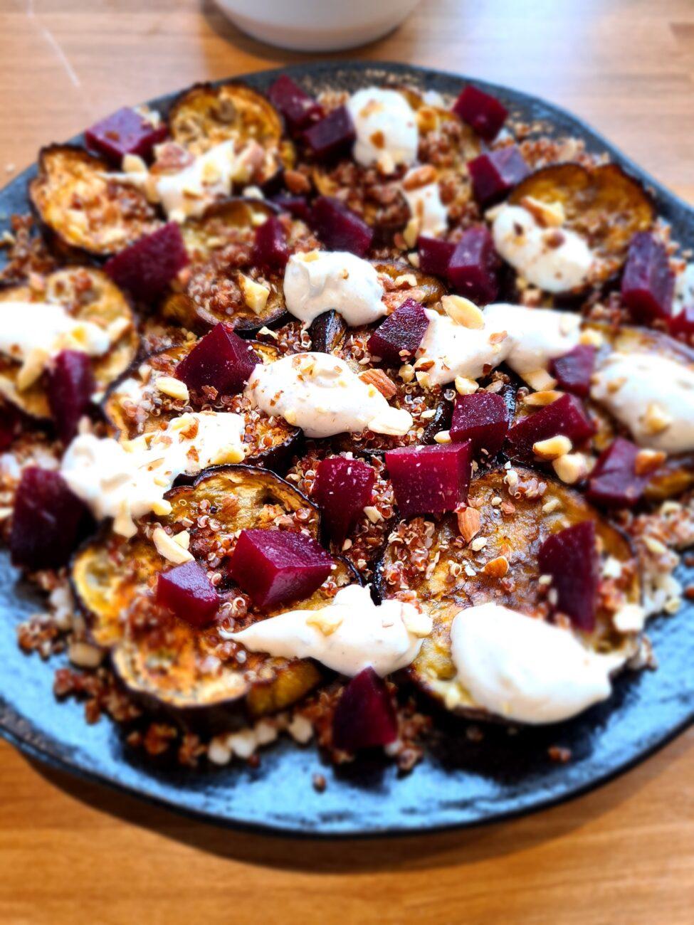 Sommersalat med aubergine og rødbet